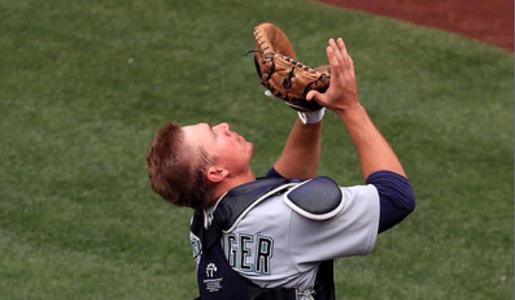 Mariners' Steve Clevenger apologizes for tweets about protesters 'worded …