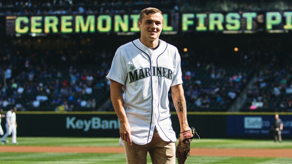 Jordan Morris throws out first pitch at Seattle Mariners game