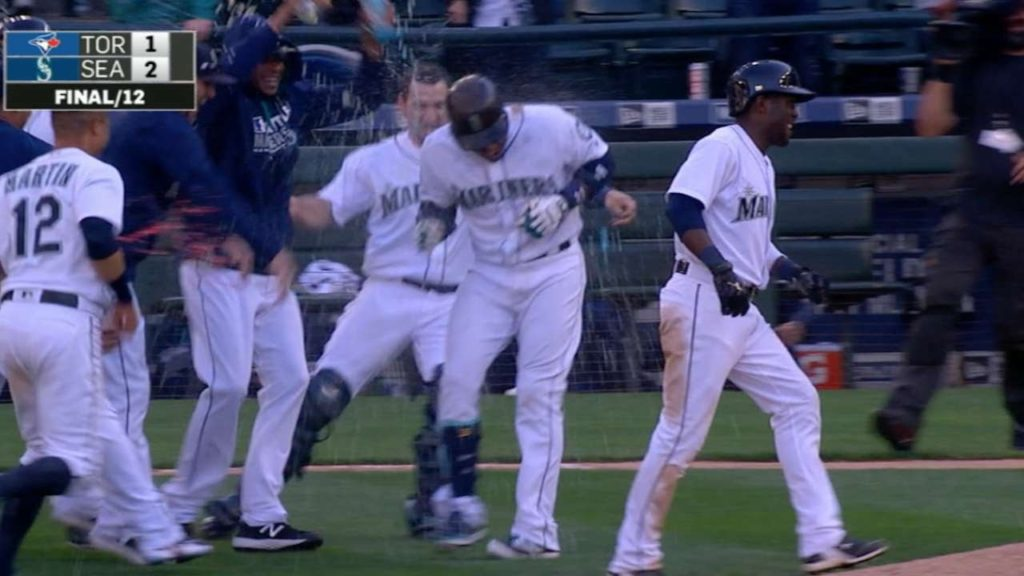 TOR@SEA: Mariners rally to walk off without a hit