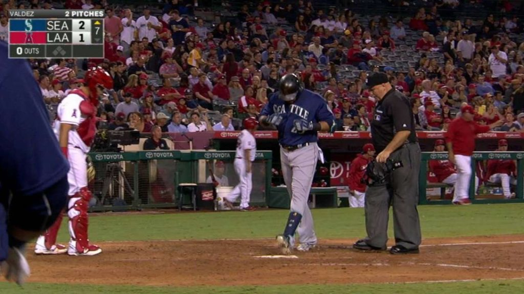 SEA@LAA: Cruz puts the Mariners in front with a homer