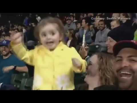 Girl's first time trying cotton candy becomes hit at Mariners game