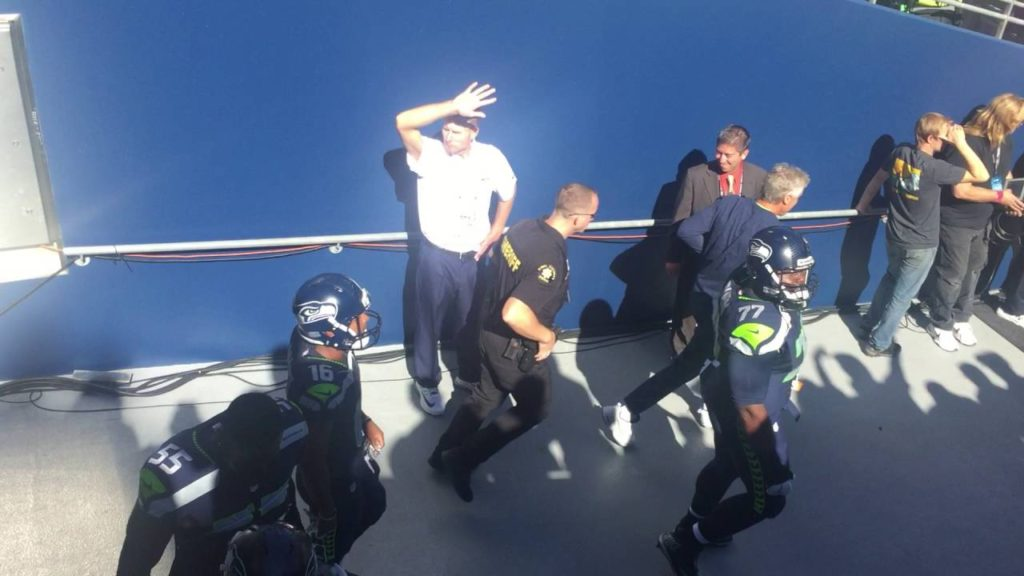 49er's vs Seahawks 9-25-2016 Opening intro tunnel view