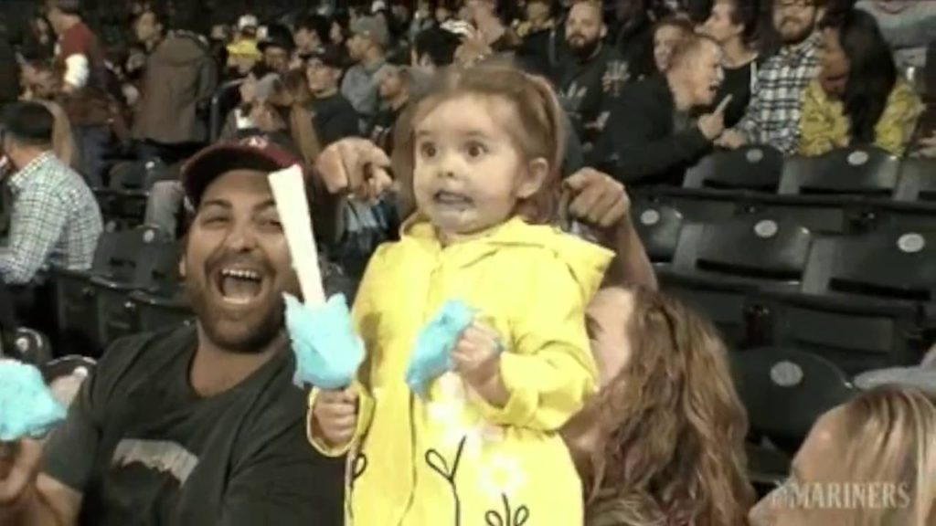 3 year old becomes star at Seattle Mariners game after freaking out over cotton candy