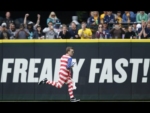 Mariners Fan Gets Crushed By Security Guard After Running Through Outfield