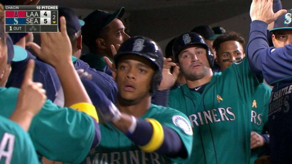 LAA@SEA: Mariners plate two on forceout, error