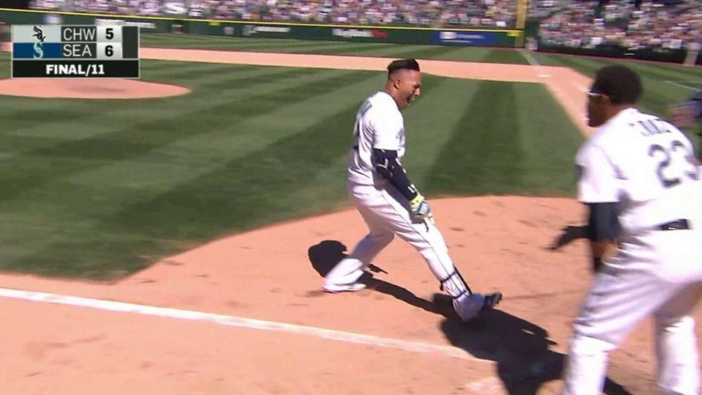 CWS@SEA: Martin wins it for the Mariners in the 11th