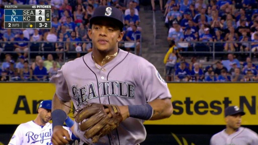 SEA@KC: Mariners turn their fourth double play