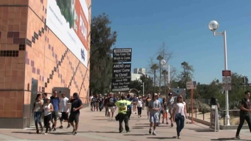Los Angeles Coliseum Rams vs. Seahawks: mighty invasion, crowds captive!