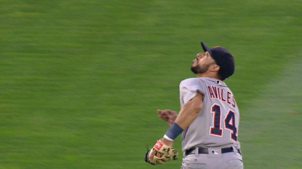 DET@SEA: Aviles makes two athletic grabs vs. Mariners