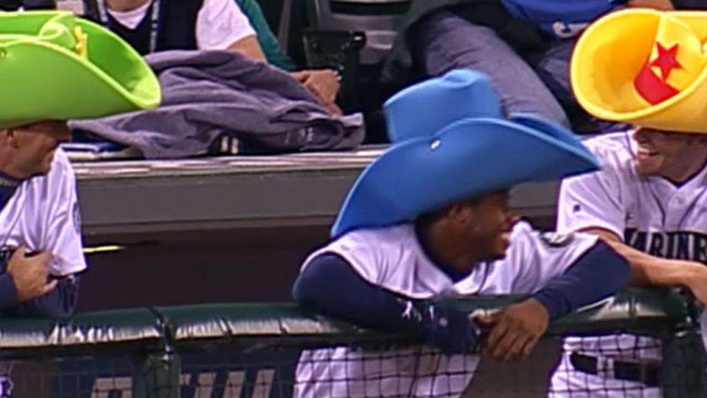 KC@SEA: Griffey Jr., Mariners put on foam cowboy hats