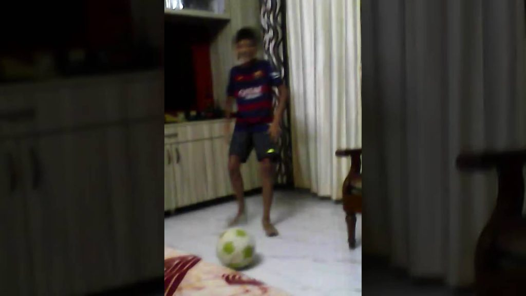 How to juggle a football properly