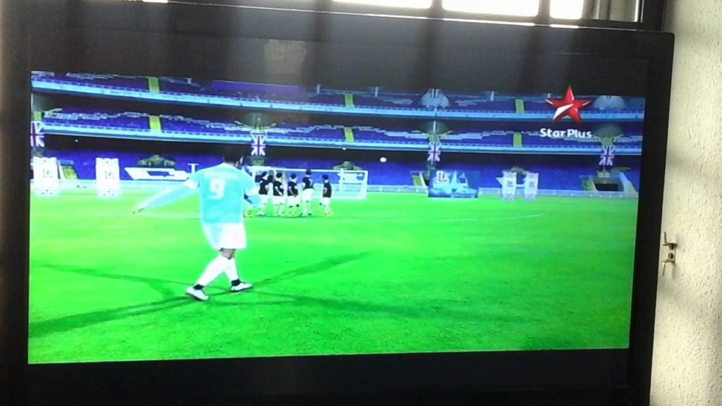 akshay kumar playing football