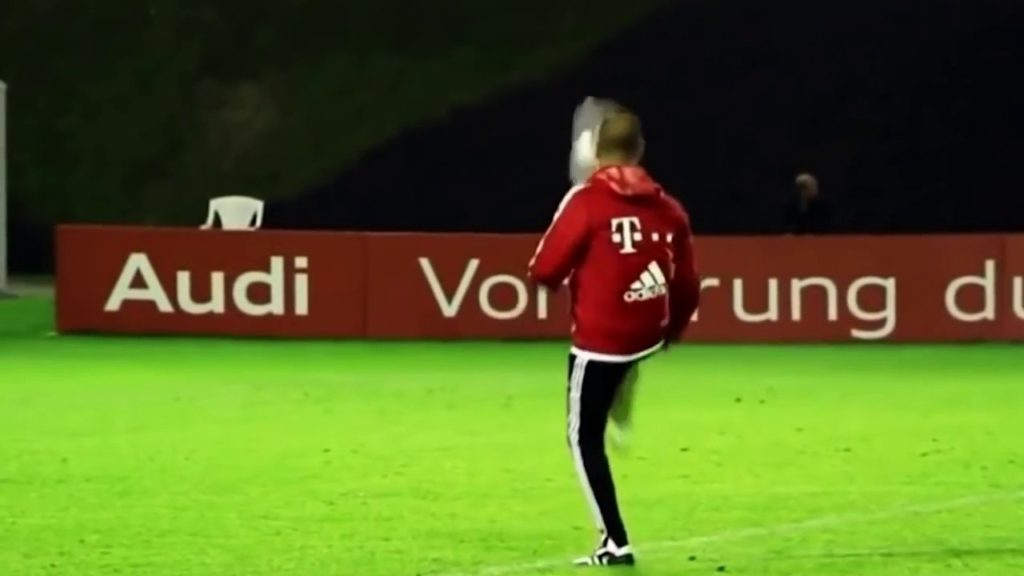 Coaches also know how to play football Best Managers Skill Juggling Freestyle