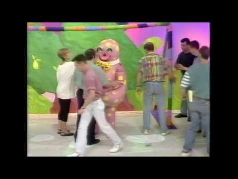 Mr Blobby & Garth Crooks play football in reverse
