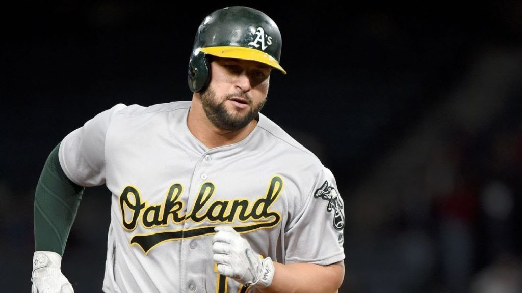 Yonder Alonso traded to Seattle Mariners by Oakland Athletics, receiving Boog Powell in return