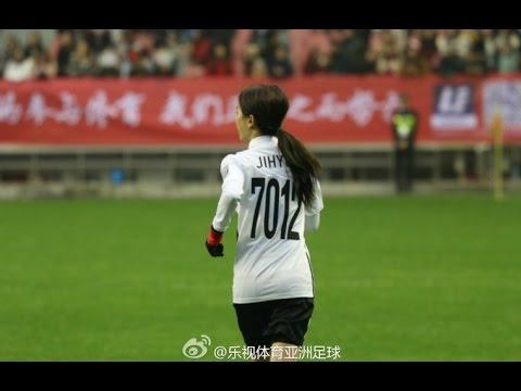 When Blank Song Ji Hyo playing Football