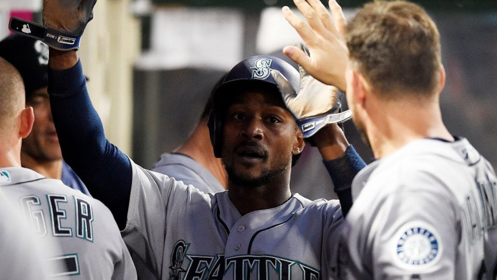 Dyson Gets a Standing Ovation – Jarrod Dyson received a standing ovation in his ret