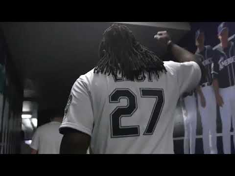 Eddie Lacy Throws First Pitch at Seattle Mariners