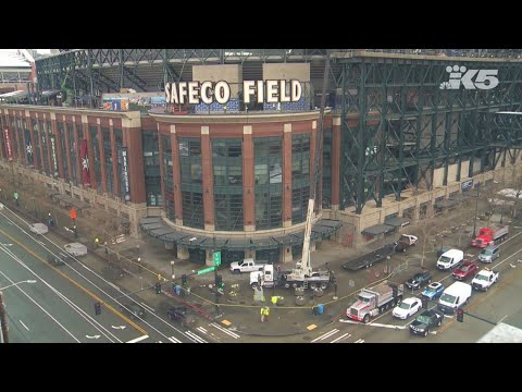 Goodbye Safeco Field! The Mariners' ballpark sign comes down to make way for T-Mobile Park!
