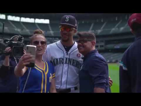 Mariners Season Ticket Holder Photo Day