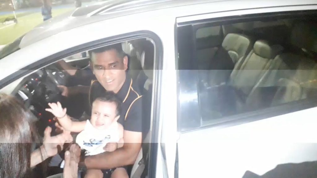 MS Dhoni Clicks Pic with a CUTE BABY before playing Football | Arjun Kapoor, Playing For Humanity