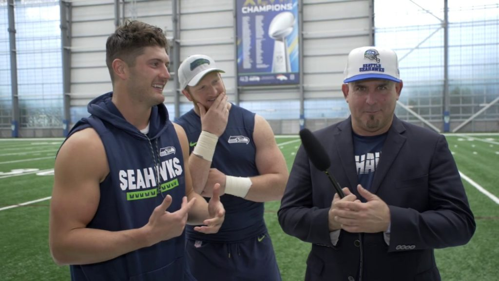 Comedian gets life lessons from The Seattle Seahawks: Walter Jones, Will Dissly & Jacob Hollister
